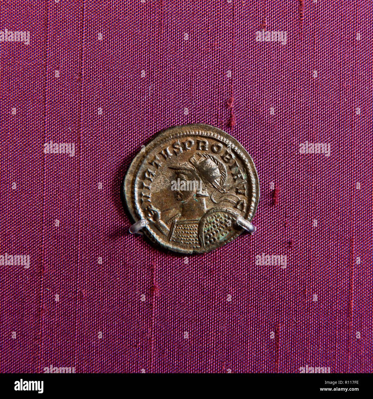 Man's Profil auf alte Münze Stockbild