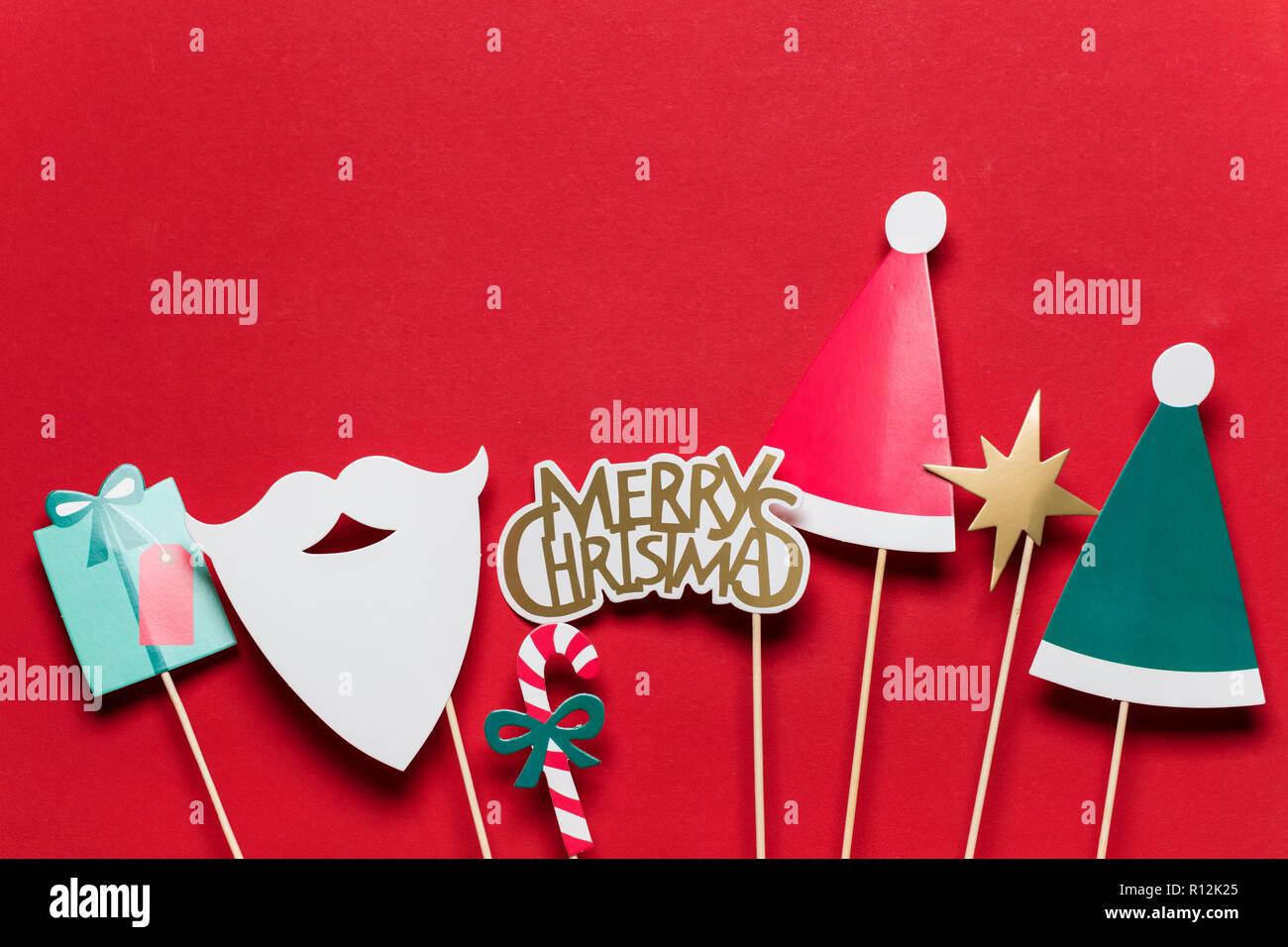 Photo Booth Weihnachten.Weihnachten Photo Booth Requisiten Auf Rotem Hintergrund