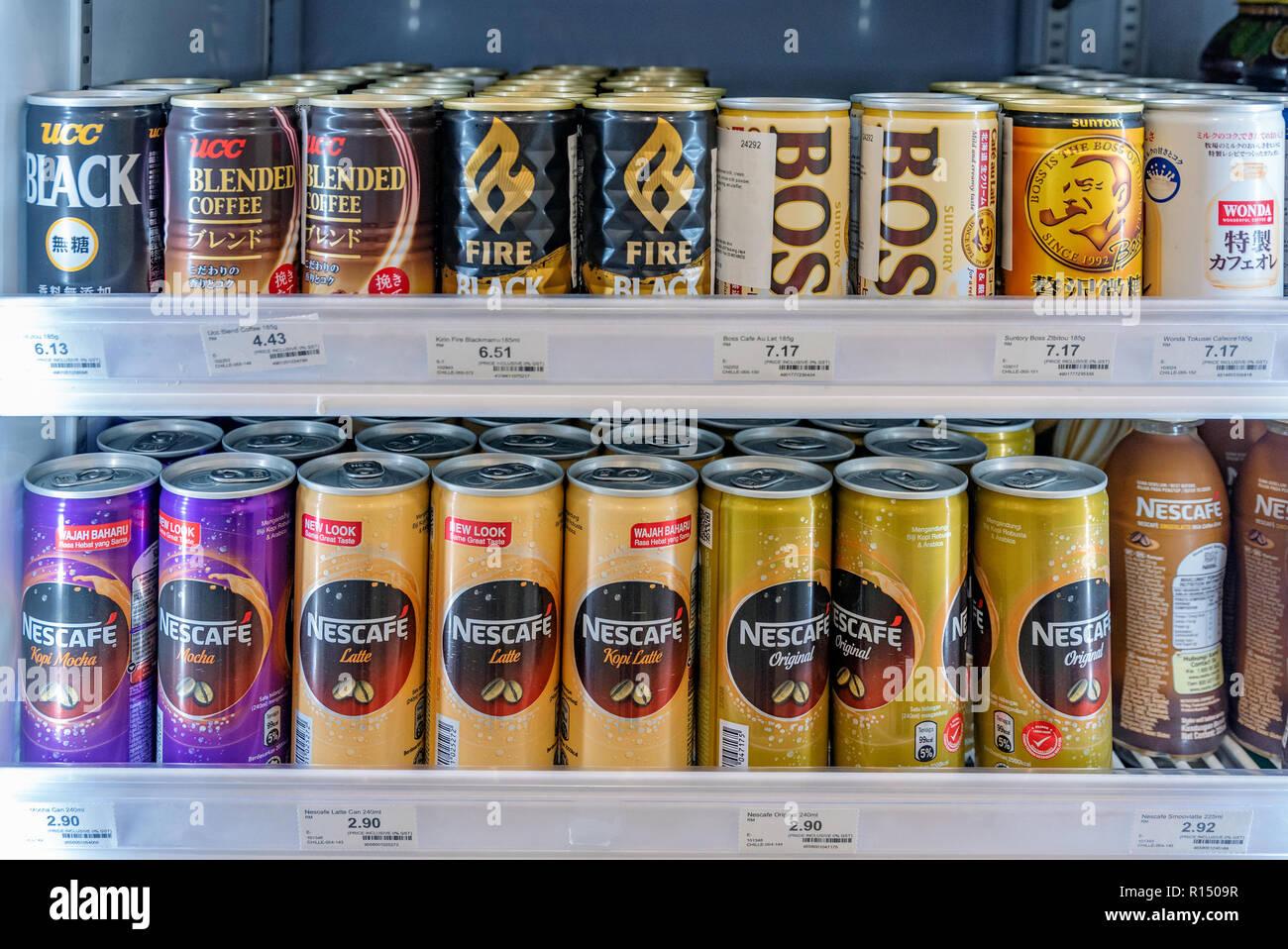 Kleiner Kühlschrank Für Getränke : Kuala lumpur malaysia 20. juli: kühlschrank mit eis kaffee
