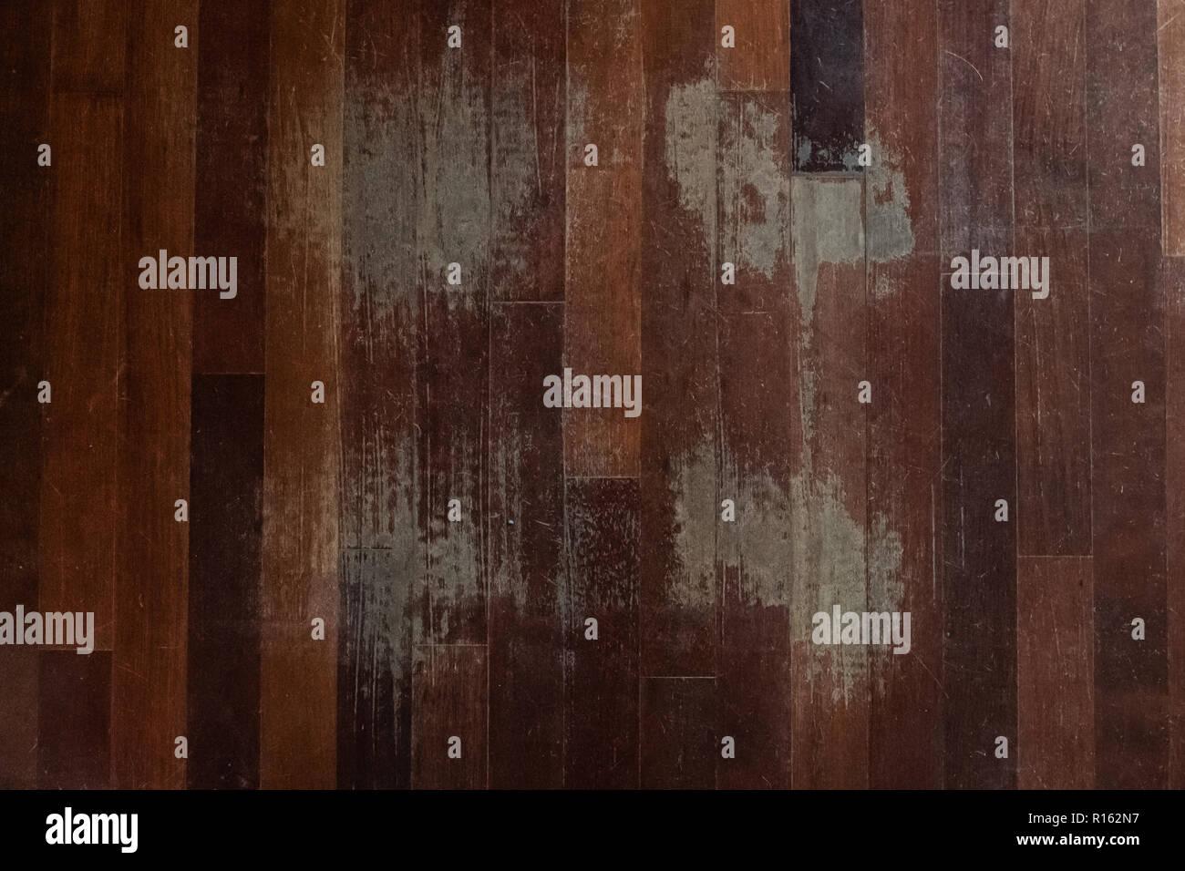 Holzfußboden Kratzer ~ Blick von oben der alte zerkratzte holzfußboden der wartung
