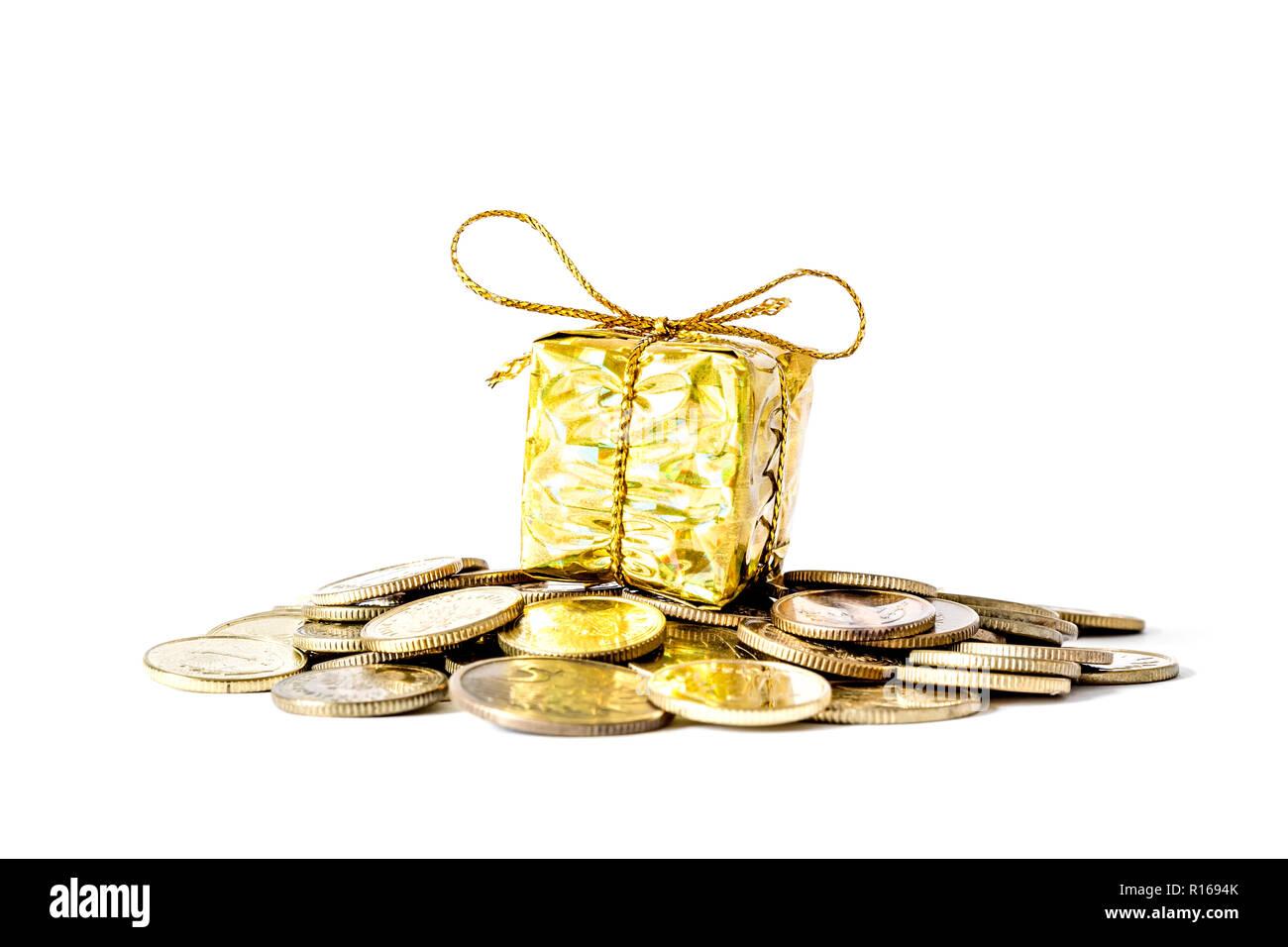 Geschenk In Gold Verpackung Verband Mit Einem Bogen Auf Dem Berg Mit