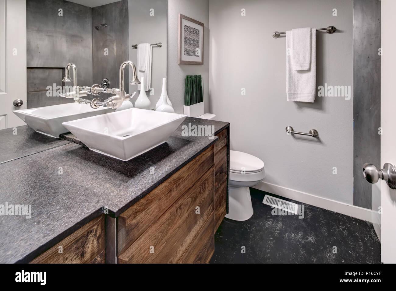 Luxurioses Badezimmer Interieur Bietet Moderne Dunkelgrau Eitelkeit