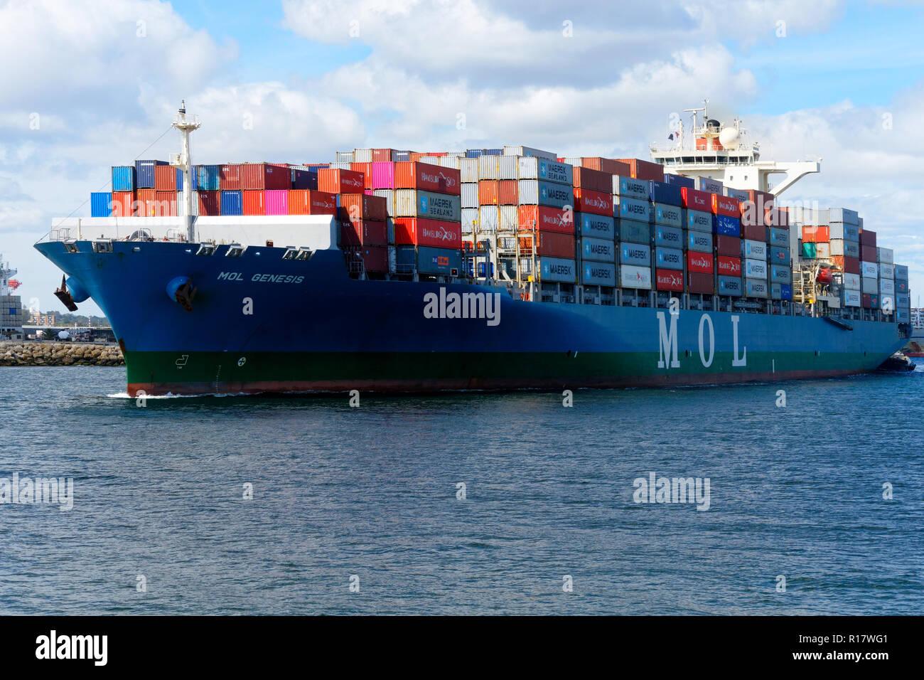 Containerschiff Mol Genesis in Fremantle Harbour, Fremantle, Western Australia Stockbild