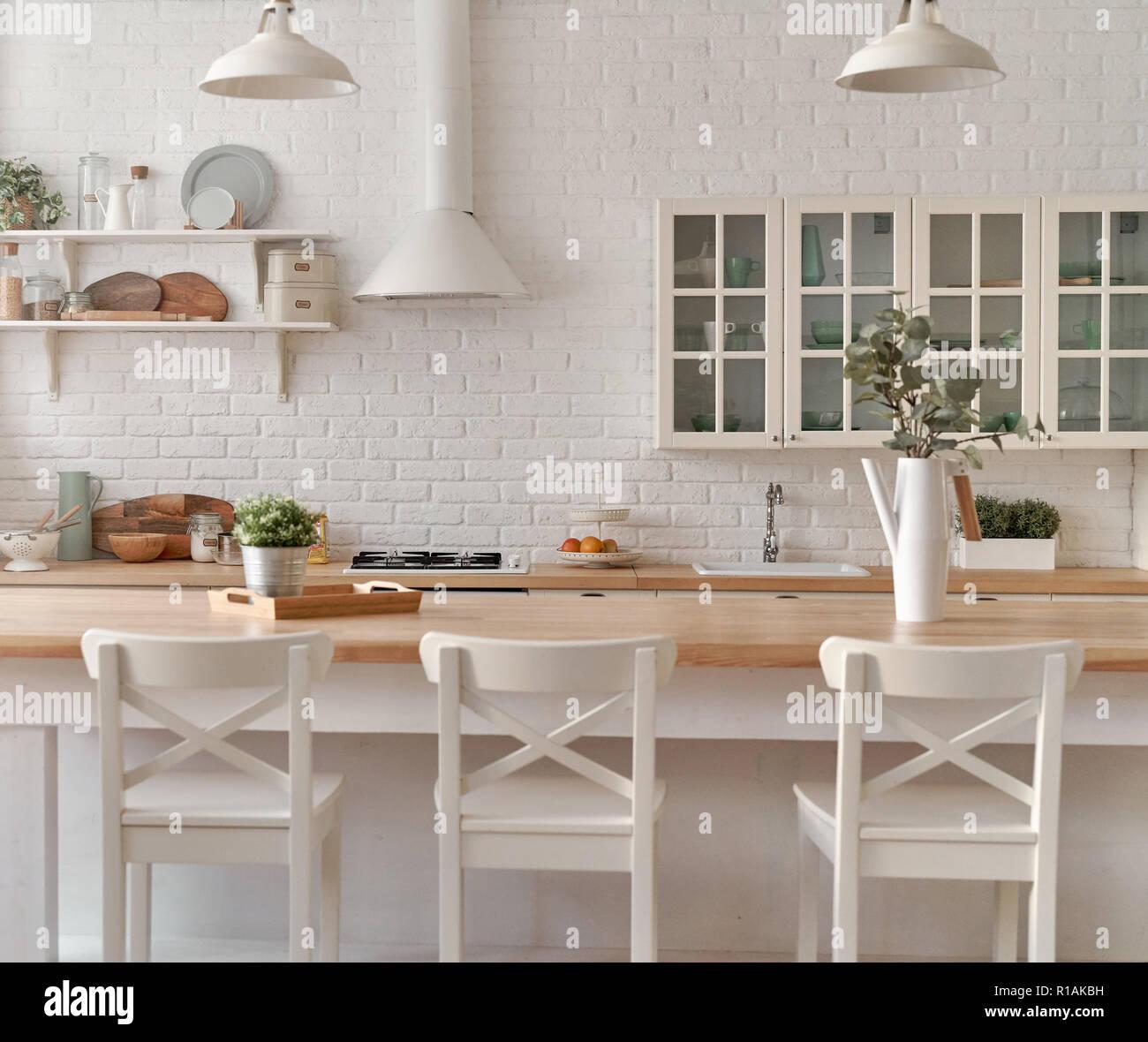 Küche Küche Tisch mit Stühlen. Küche Hintergrund Stockfoto, Bild ...