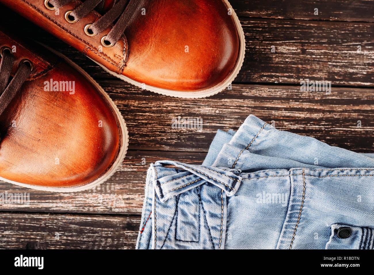 Detail des gefesselten Jeans mit Herren Stiefel, London