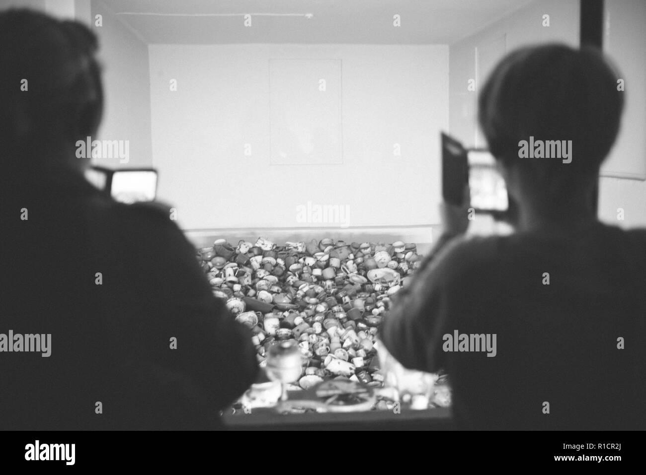 Auschwitz Nazi Konzentrations- und Vernichtungslager. Ausstellung der Opfer Küchengeräte. Auschwitz, deutsch besetzten Polen, Europa Stockbild