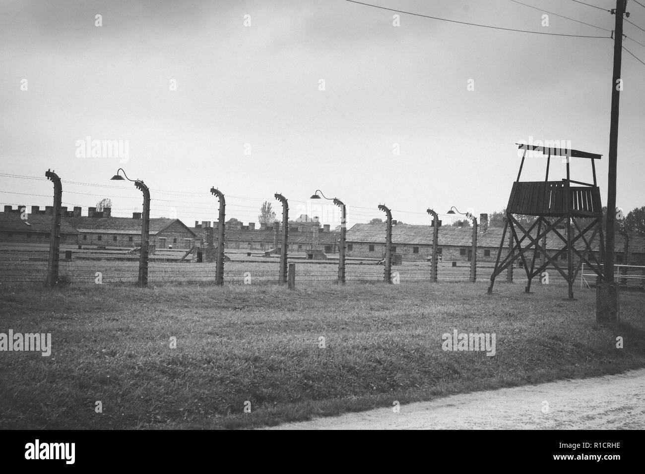 Auschwitz II Birkenau, Nazi Konzentrations- und Vernichtungslager. Wachtturm und Zaun. Auschwitz, deutsch besetzten Polen, Europa Stockbild