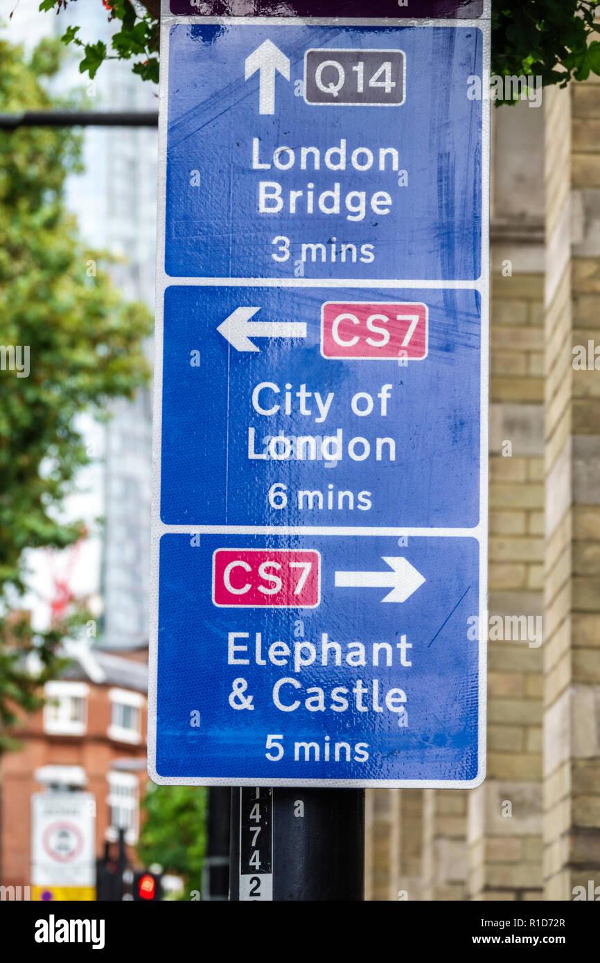 London England Vereinigtes Königreich Großbritannien South Bank Southwark Union Street Street traffic sign Wegbeschreibung Entfernung Pfeile Elephant & Castle CS7 Q 14. Stockbild