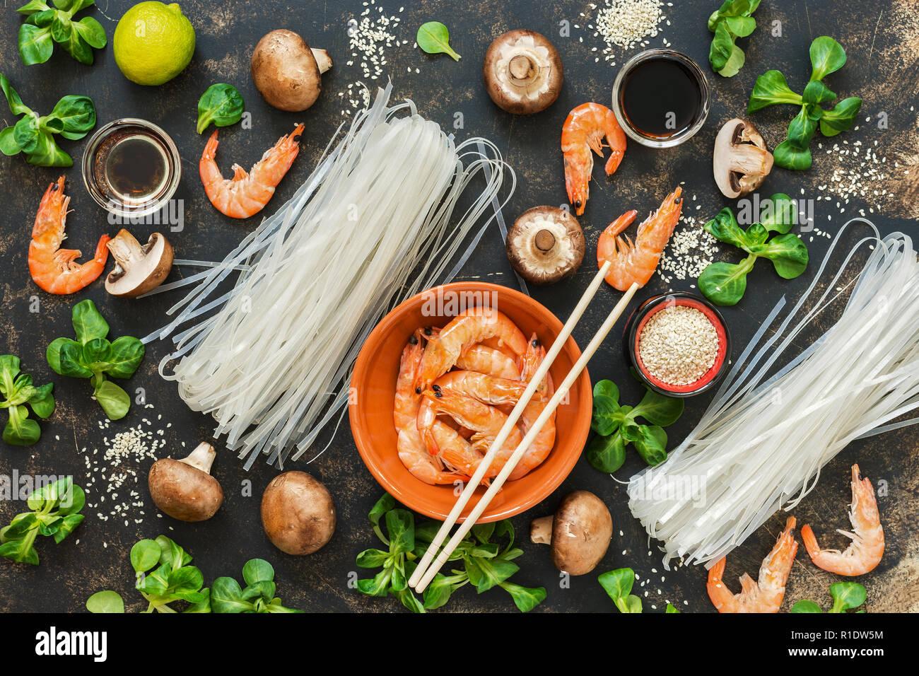 Asiatische Küche | Asiatische Kuche Zutaten Zum Kochen Auf Einem Urigen Hintergrund