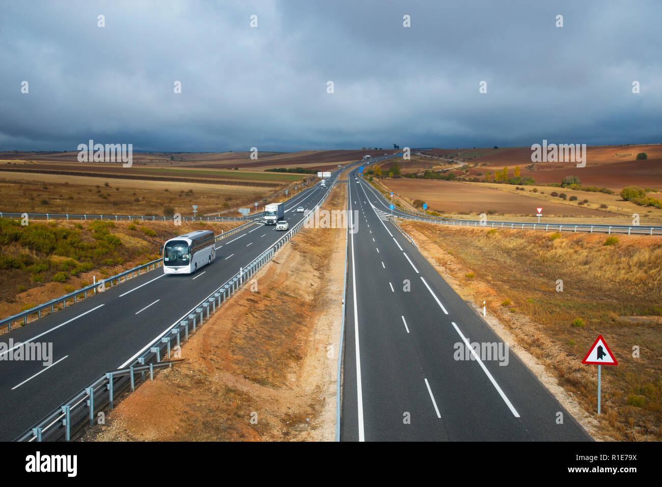 Autobahn A-1. Encinas, Segovia Provinz Castilla Leon, Spanien. Stockbild