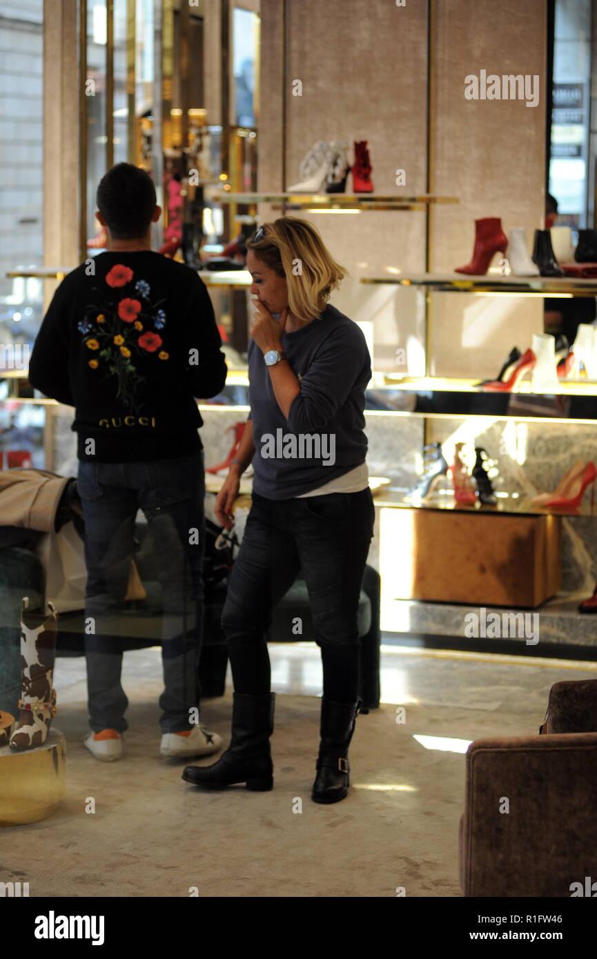 sale retailer e60df 1e92a Mailand, Sonia Bruganelli Shopping in der Innenstadt mit ...