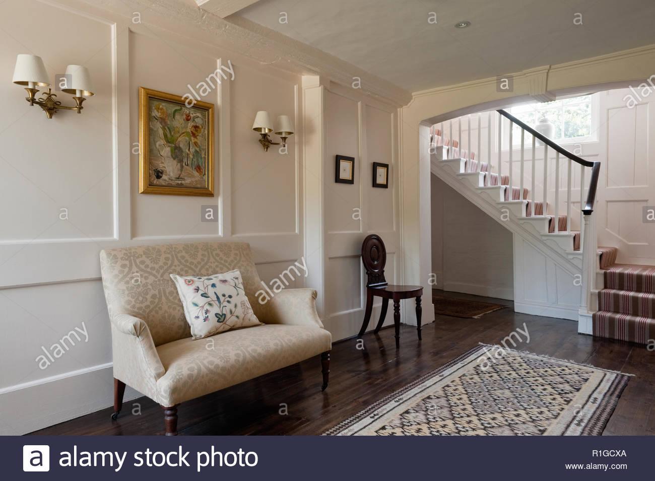 übergroße Sessel Im Eingangsbereich Stockfoto Bild 224710818 Alamy
