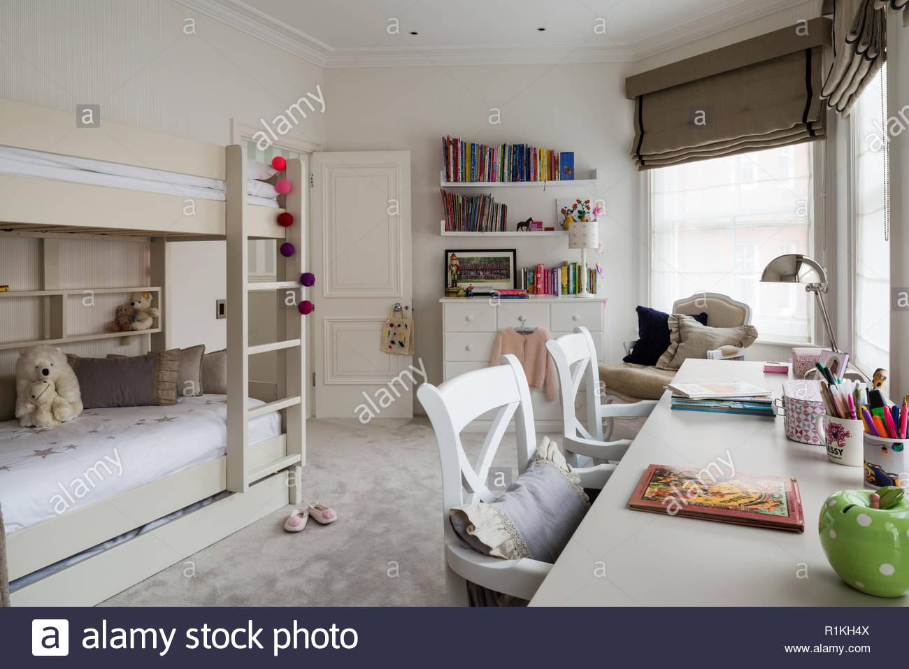 Etagenbetten Kinderzimmer : Etagenbett im kinderzimmer stockfoto bild: 224779994 alamy