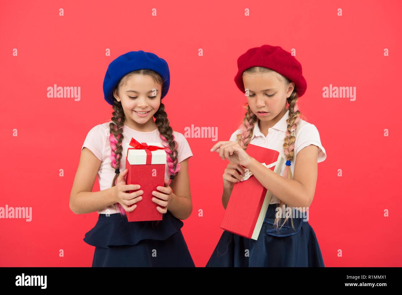 Geschenke Boxen Stockfotos & Geschenke Boxen Bilder - Alamy