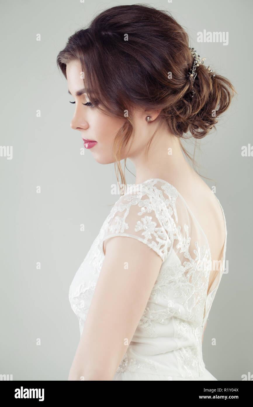Hochzeit Haare Schone Braut Mit Make Up Und Frisur Portrait
