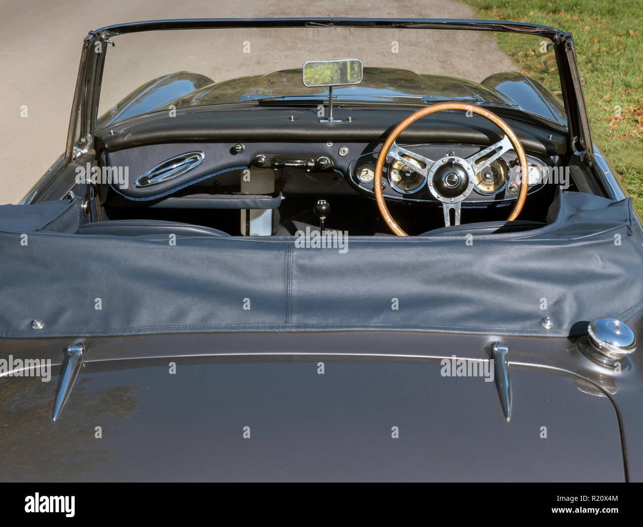 1964 Austin Healey BJ 7 Innenraum und Armaturenbrett Stockbild