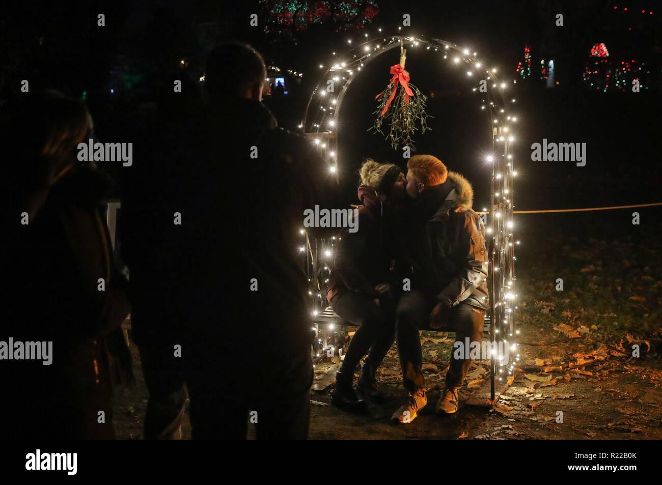 Weihnachten 2019 Berlin.Berlin 07 11 15 6 Januar 2019 Ein Paar Posieren Für Fotos Unter