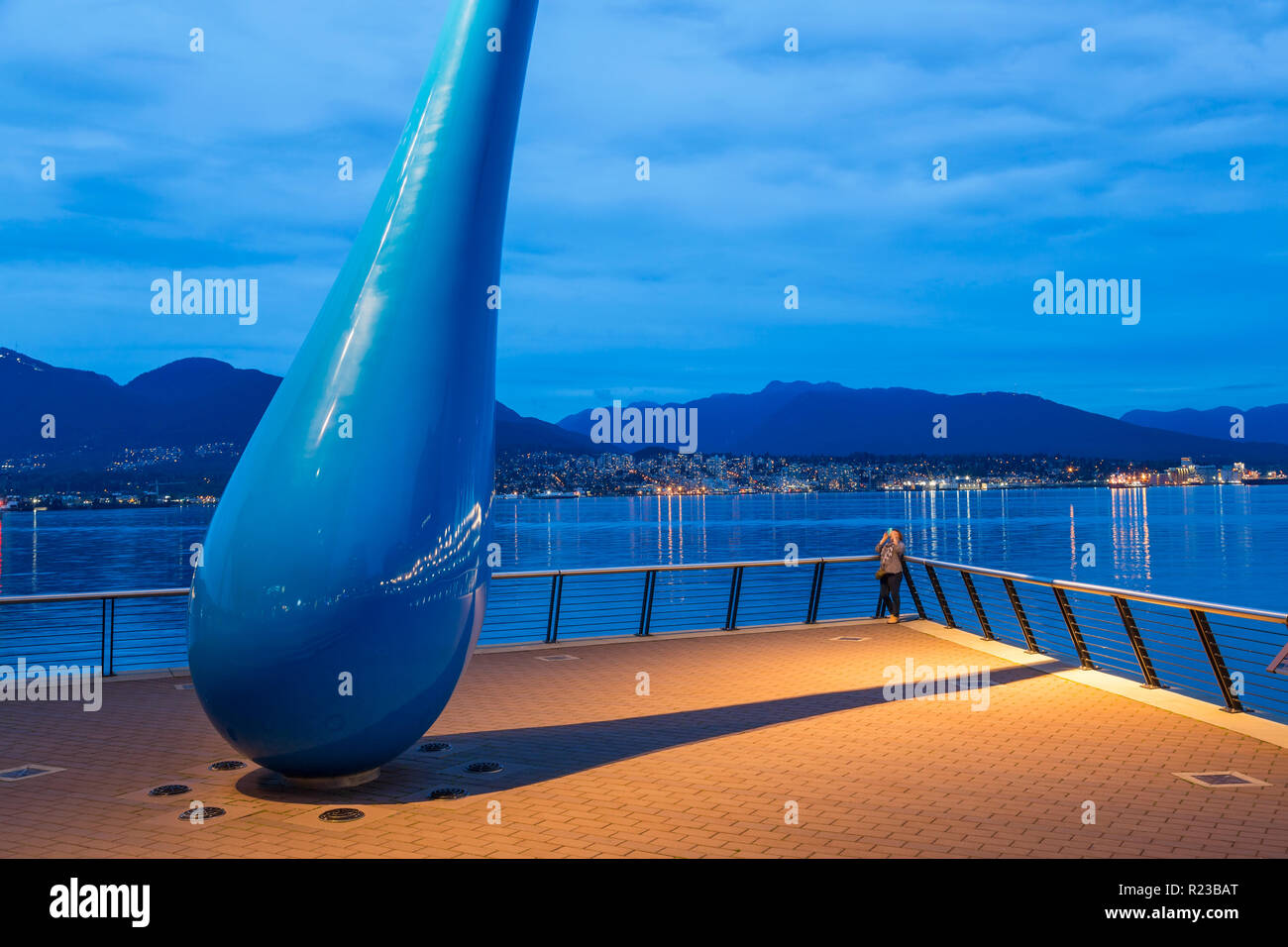 "Vancouver, Kanada - September 2015: Skulptur mit dem Titel ""Die Drop"" Vancouver Convention Center West, Vancouver, British Columbia, Kanada Stockbild"