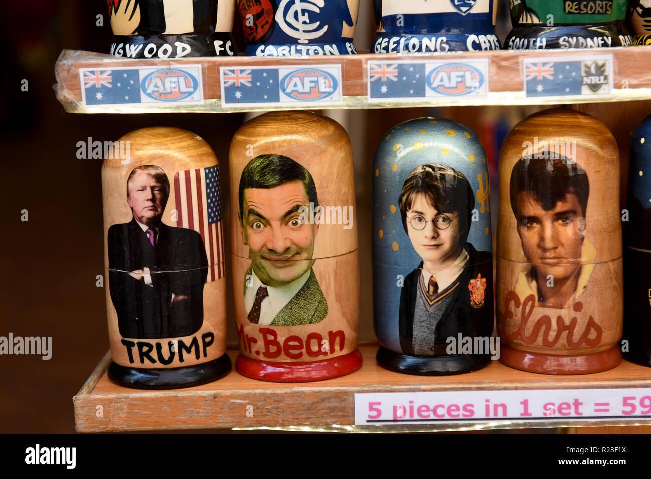Russische Puppen Berühmtheiten Charakterisierung in einem Prager touristische Shop Stockbild