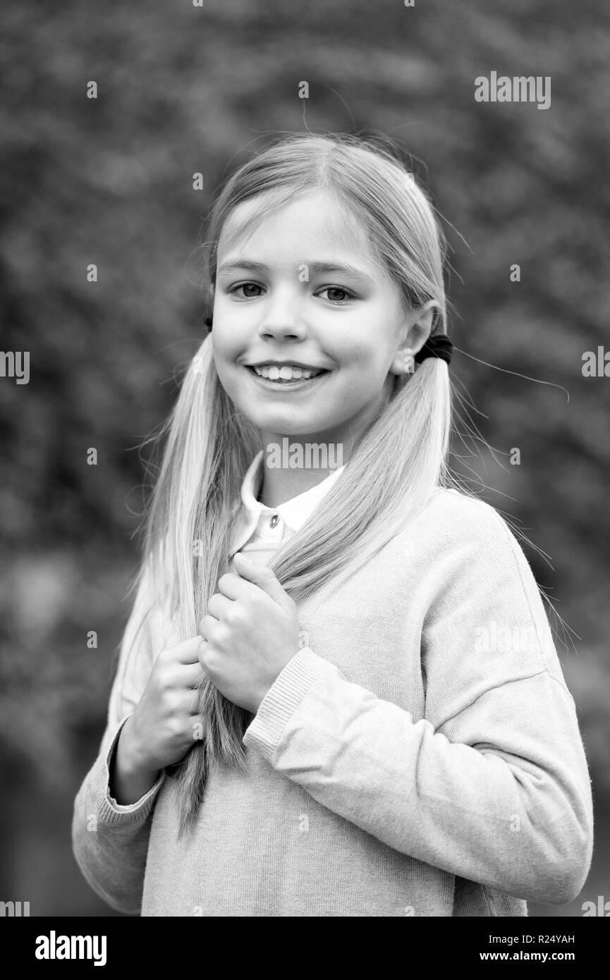 Frisuren Und Haarpflege Konzept Mädchen Auf Lächelnde Gesicht Mit