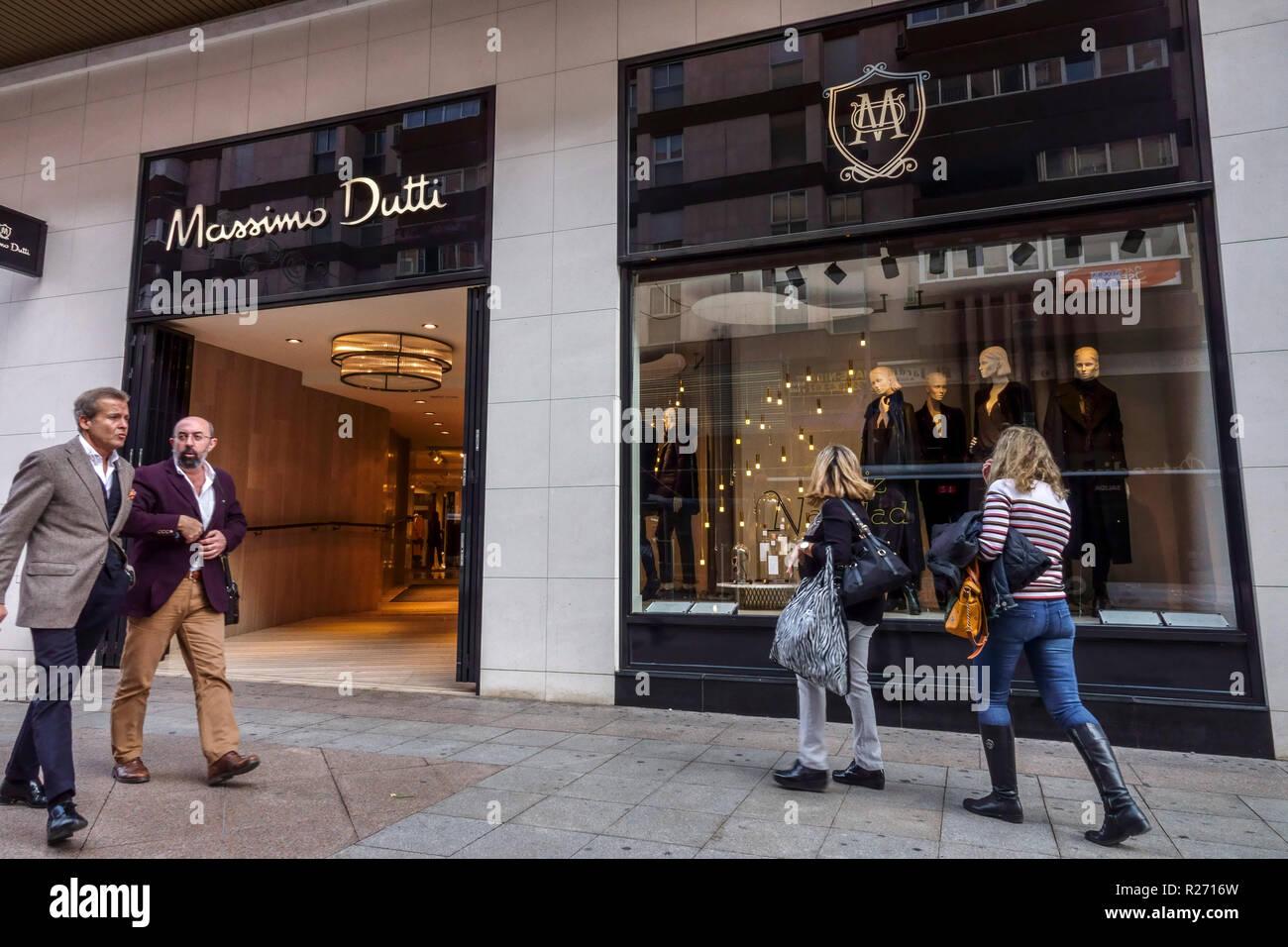 Spanien Alicante shopping, Maisonnave Straße, Frau in High
