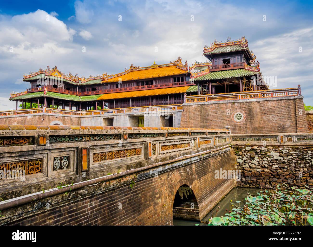 Imperial Royal Palace Und Meridian Tor Der Alten Zitadelle Von Hue Die Forbidden Purple City Vietnam Stockfotografie Alamy