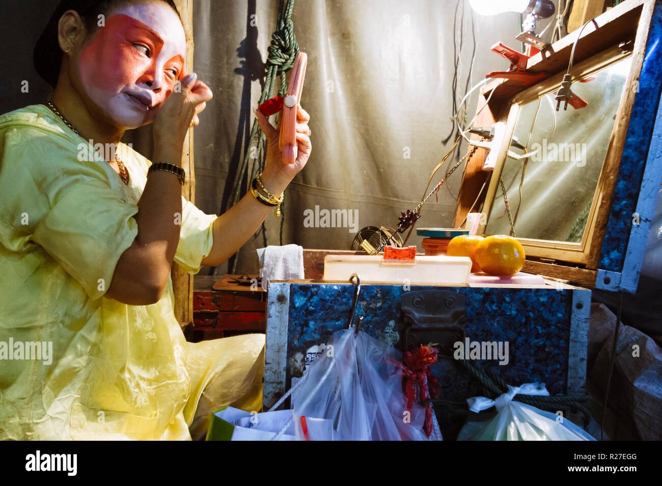 Bangkok, Thailand: Ambulante Chinesische Oper Schauspielerin, die auf der Bühne während einer Tour in Thailand. Stockfoto