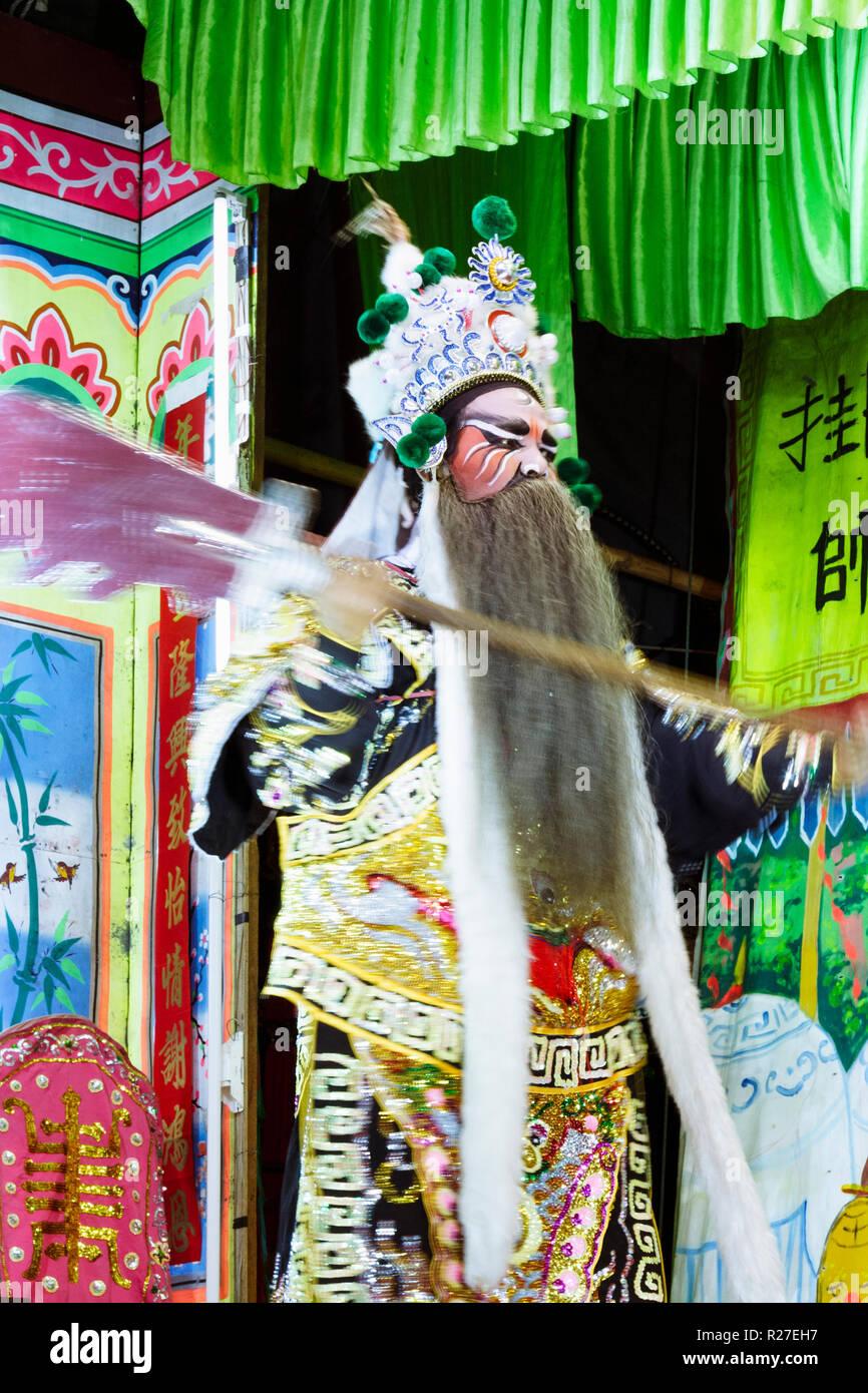 Bangkok, Thailand: Eine ambulante Chinesische Oper Schauspieler führt auf der Bühne während einer Tour in Thailand. Stockfoto