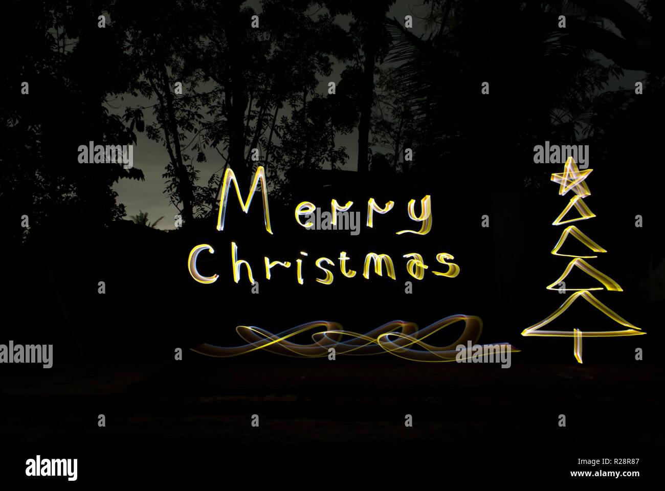 Grüße Frohe Weihnachten.Luxus Grüße Frohe Weihnachten Hand Schreiben Mit Licht Malerei