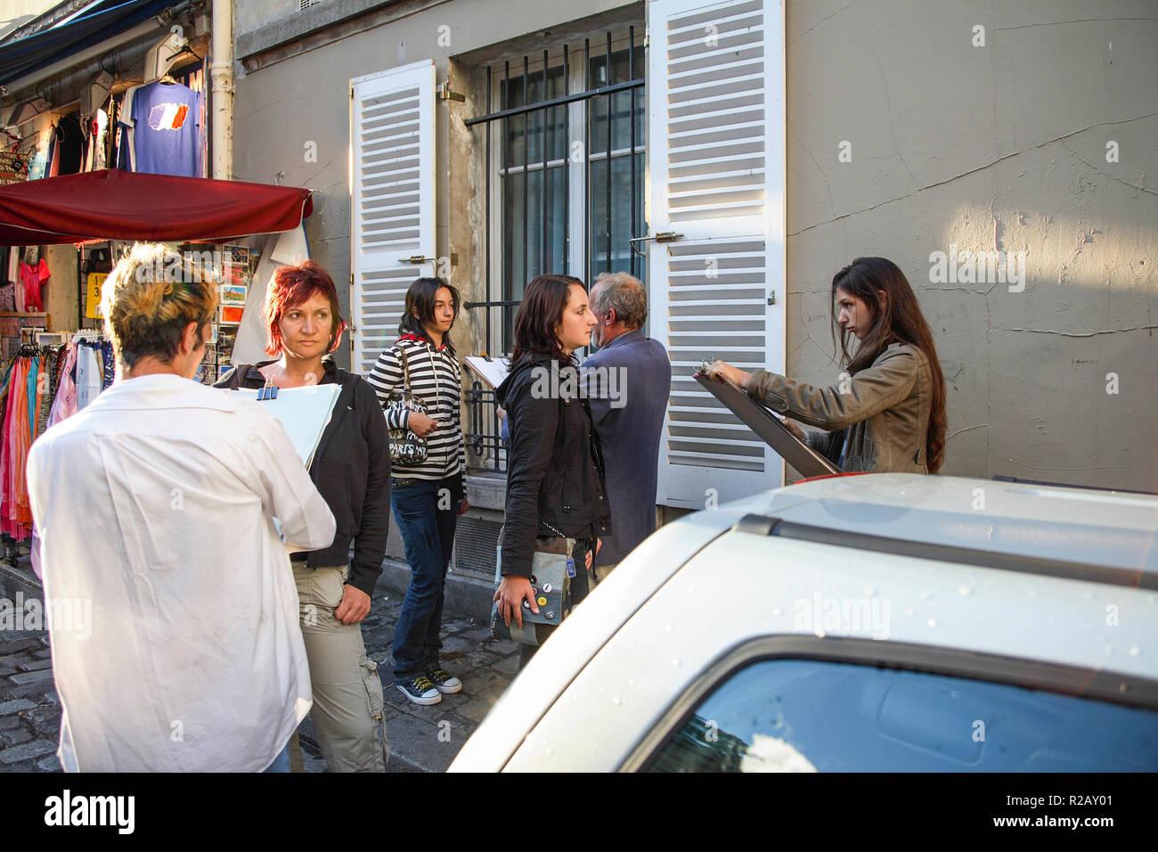 Frankreich Paris Montmartre street artist zeichnet Porträts von Touristen Stockbild