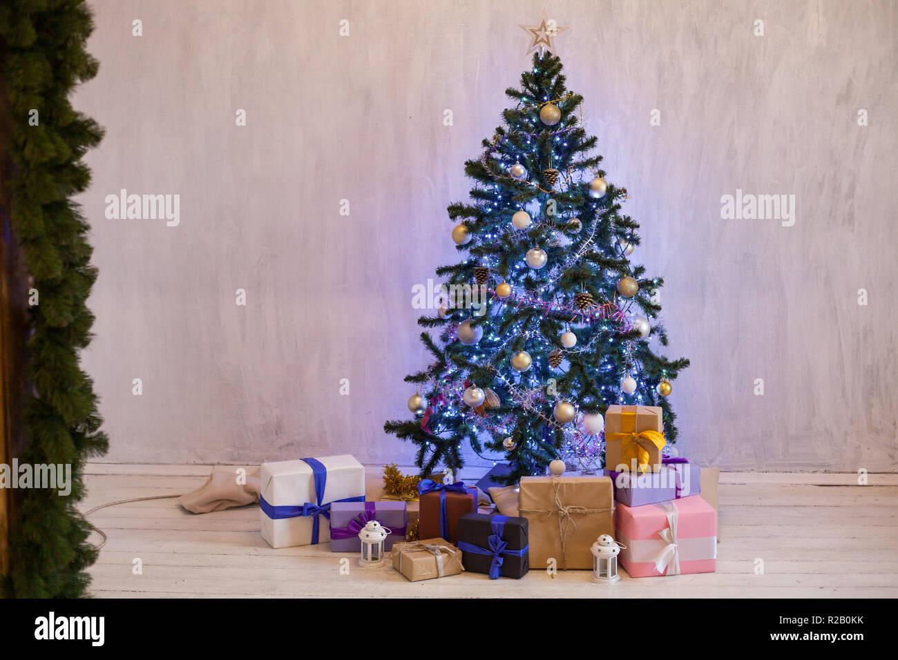 Weihnachtsbaum Girlande.Weihnachten Hintergrund Weihnachtsbaum Girlande Lichter Neujahr