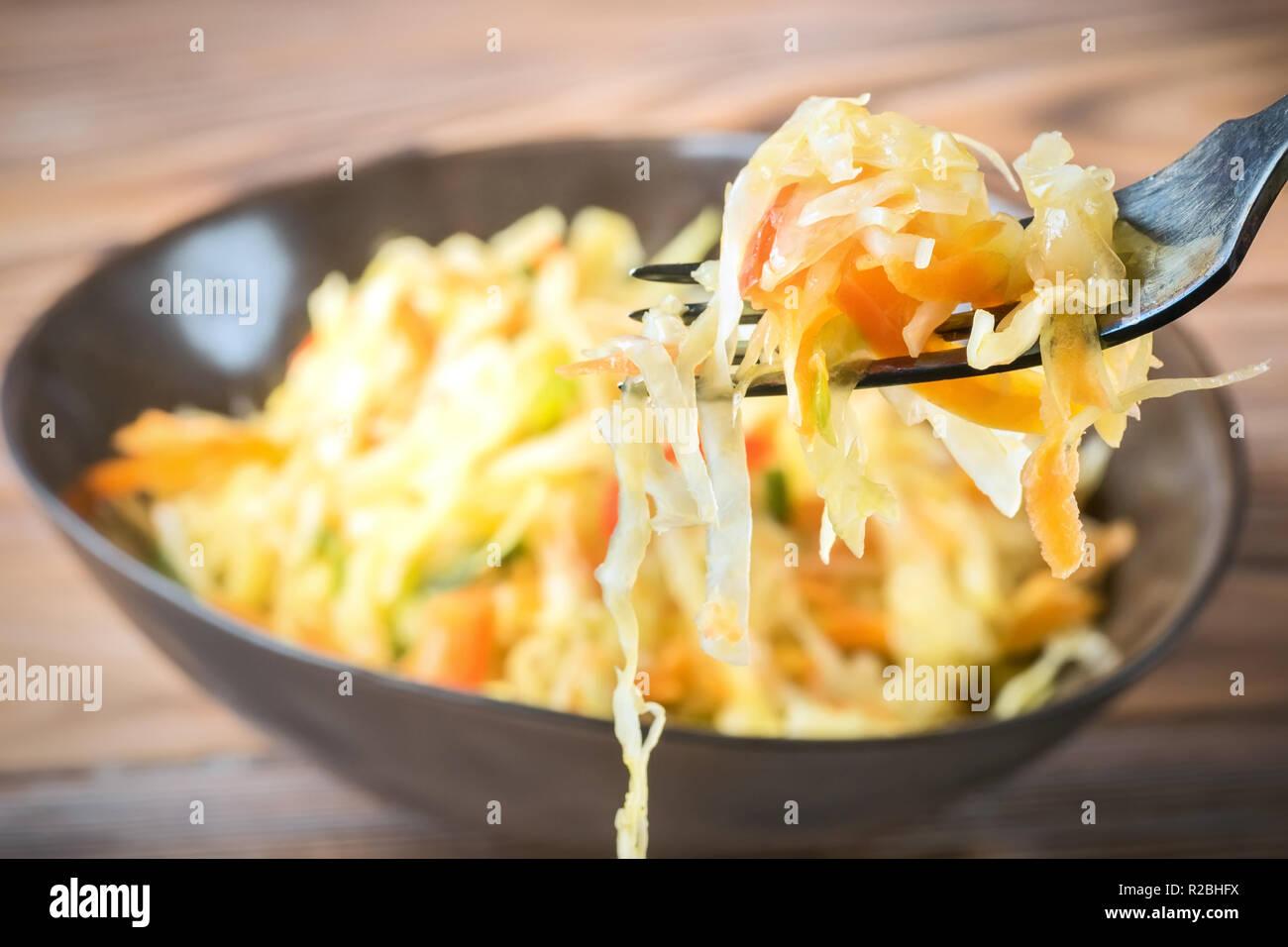 Salat Vorspeise Von Fermentierten Gemuse Sauerkraut Karotten Und