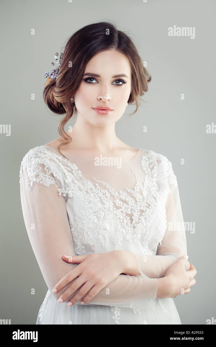 Romantische Braut Mit Make Up Frisur Und Kleid Hochzeit Stockfoto