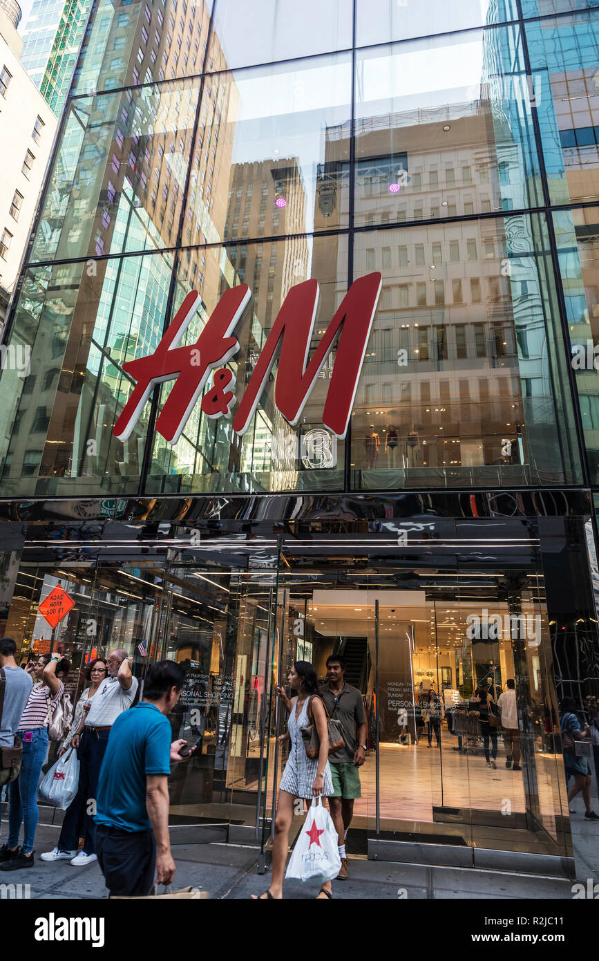 new york city, usa - 28. juli 2018: h&m kleidung store in