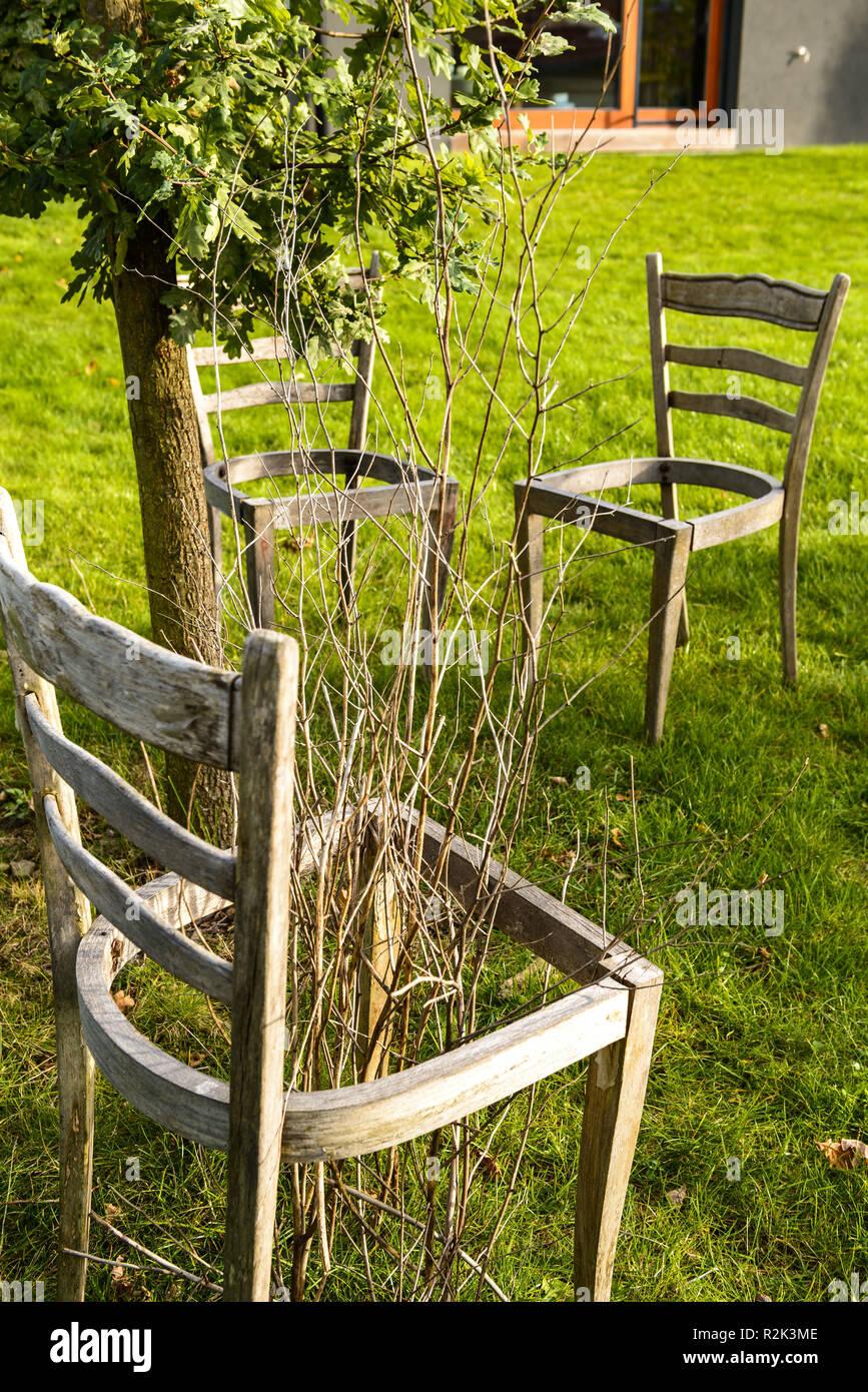 Gartenstuhle Aus Holz Stockfotos Gartenstuhle Aus Holz Bilder Alamy