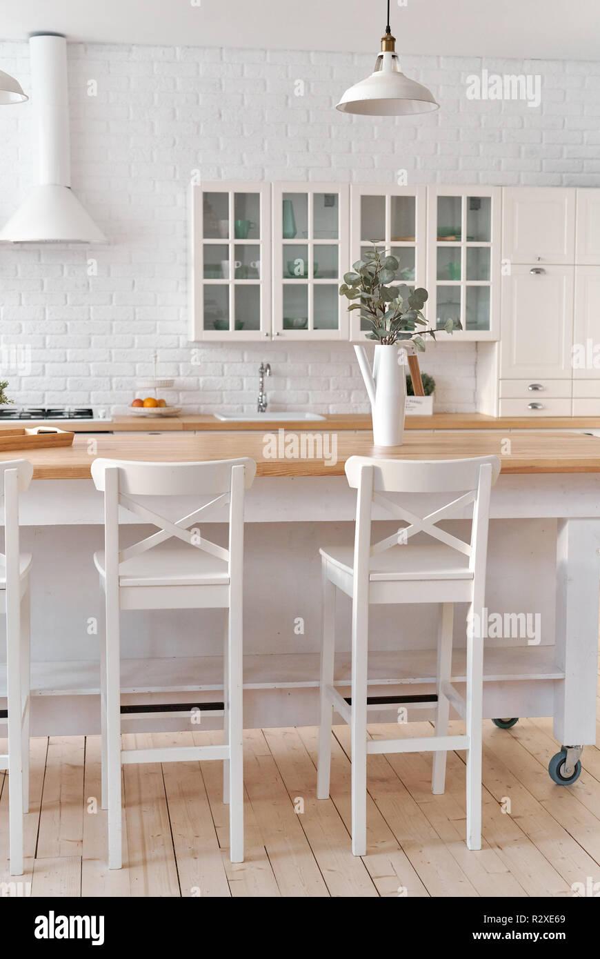 Küche Küche Tisch Mit Stühlen Küche Hintergrund Stockfoto Bild