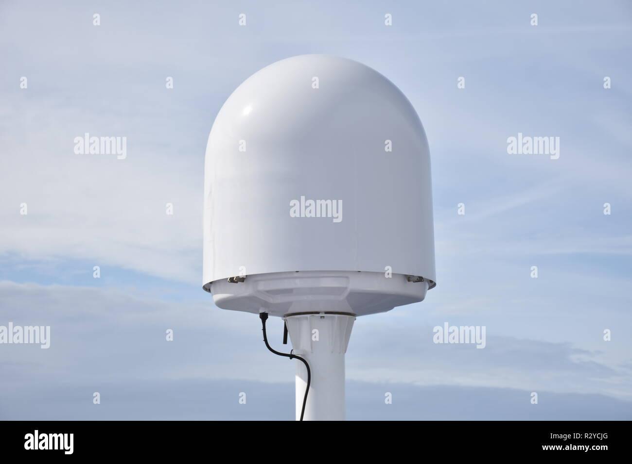 Antenne, Schiff, Seefahrt, Satellitentelefon, Satelliteninternet, Navigation, GPS, Satellitenantenne, seefest, Inmarsat, Satellit, Drehantenne, Antenn Stockbild