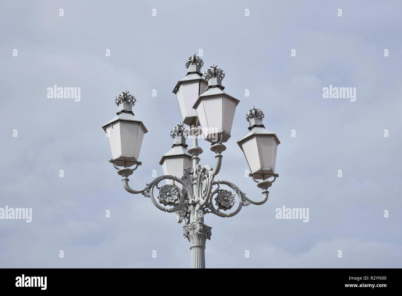 Norwegen, Oslo, Straßenlaterne, Kandelaver, historisch, Licht, Beleuchtung, Lampe, Schloss, Königliches Schloss, Park, Schlosspark, Tradition, Tradit Stockbild