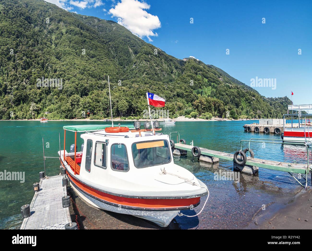 Boote bei Todos Los Santos See - Los Lagos Region, Chile Stockbild