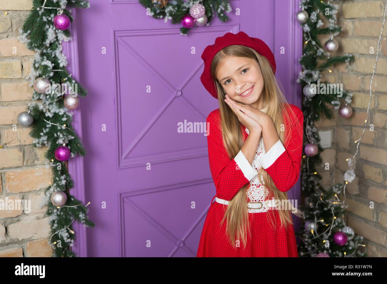 Geschenke Für Eltern Zu Weihnachten.Bitte Konzept Mädchen Cute Kid Betteln Für Geschenk Wie Eltern