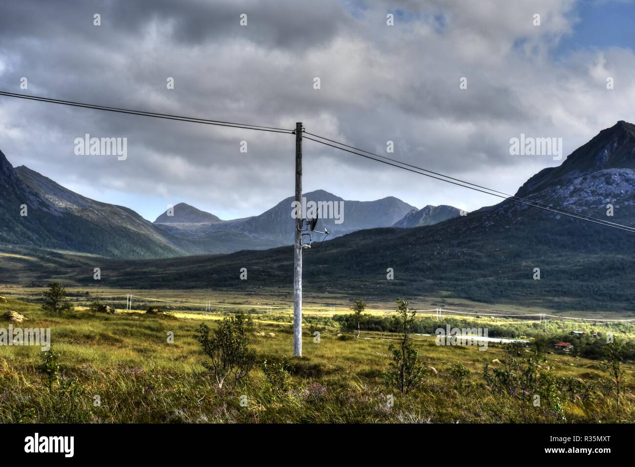 Küste, Lofoten, Norwegen, Satellitenantenne, Schüssel, Spiegel, Antenne, Höhe, Azimut, LNB, LNC, Empfang, Lenting, Fjord, Leitung, Stockbild