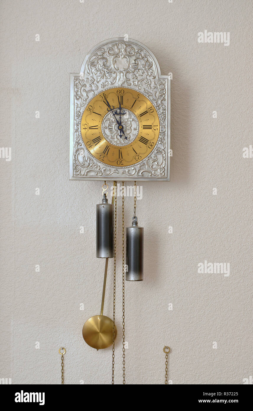 Wall Clock Wall Clock Pendulum With Pendulum Stockfotosamp; With Stockfotosamp; W29EHIDY