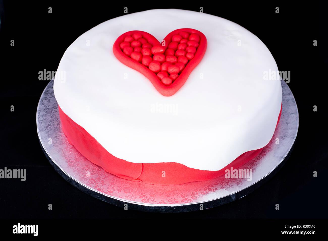 Valentinstag Herz Kuchen Dekoriert Stockfoto Bild 225796984 Alamy