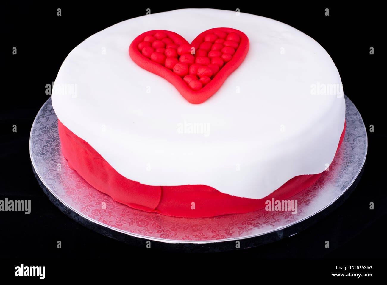 Valentinstag Herz Kuchen Dekoriert Stockfoto Bild 225797000 Alamy