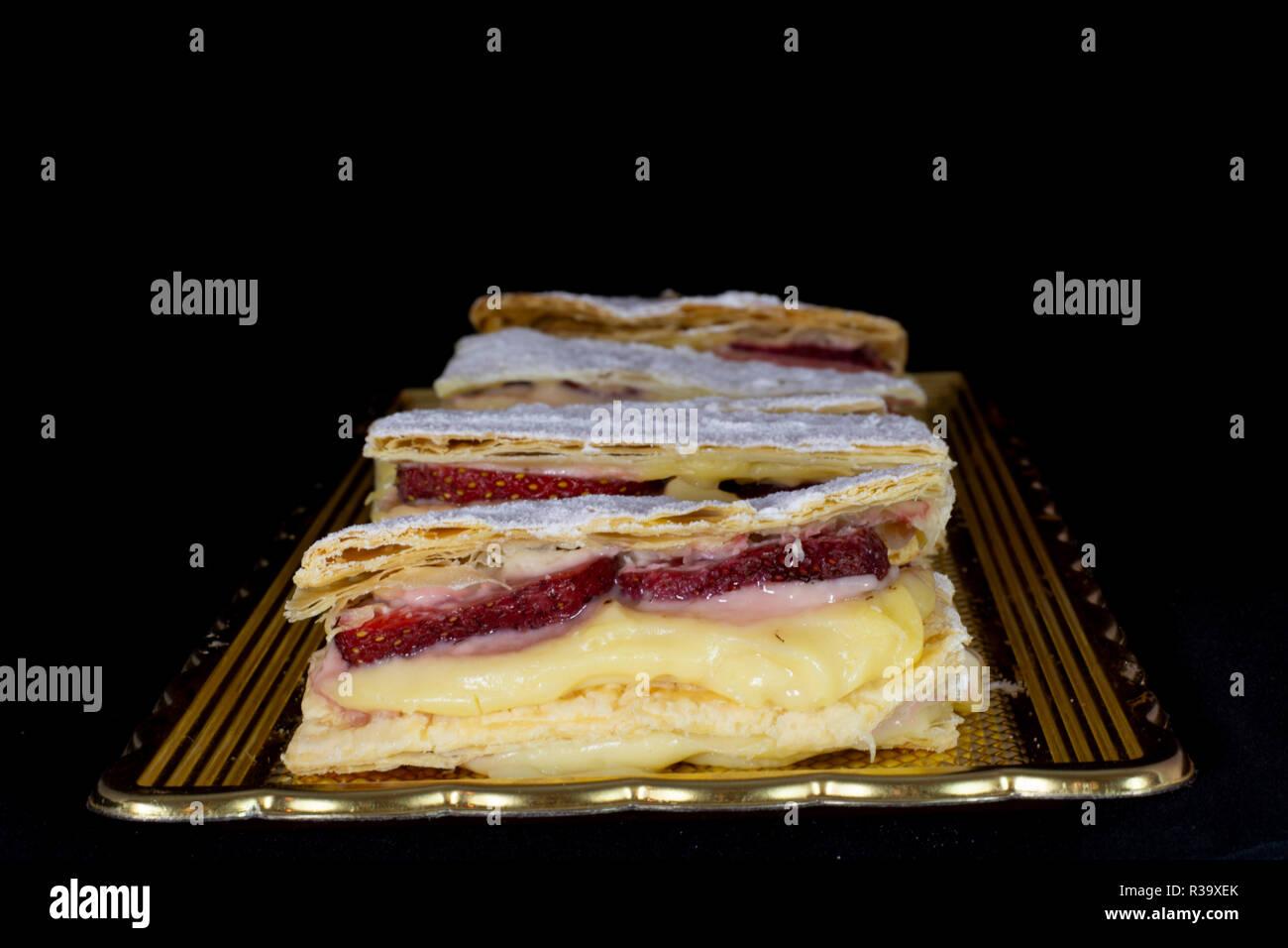 Russische Napoleon Kuchen Mit Frischen Erdbeeren Mit Isolierten