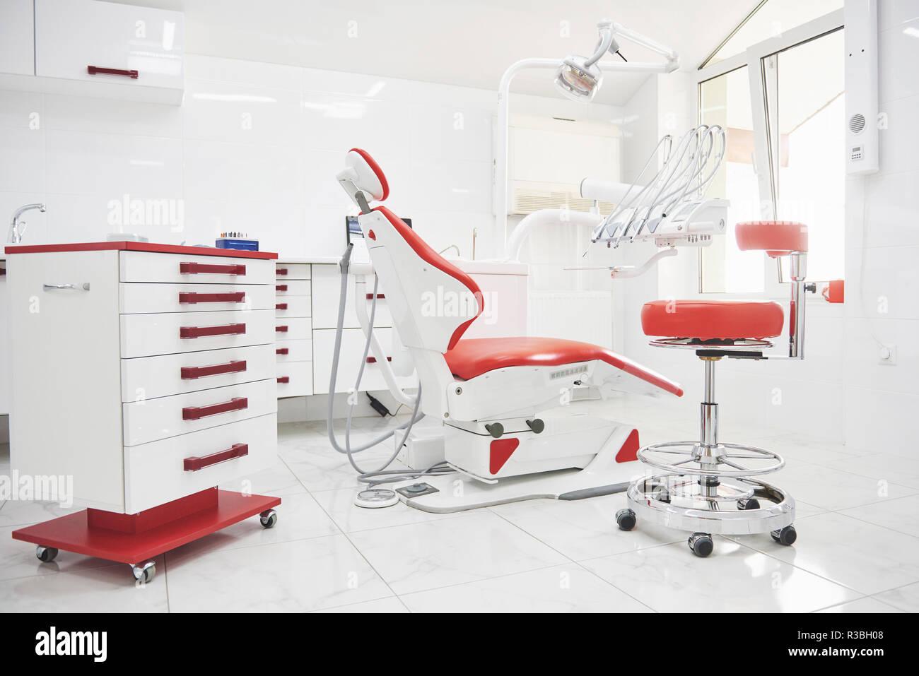 zahnklinik interieur design mit stuhl und tools alle mobel sind in der gleichen farbe