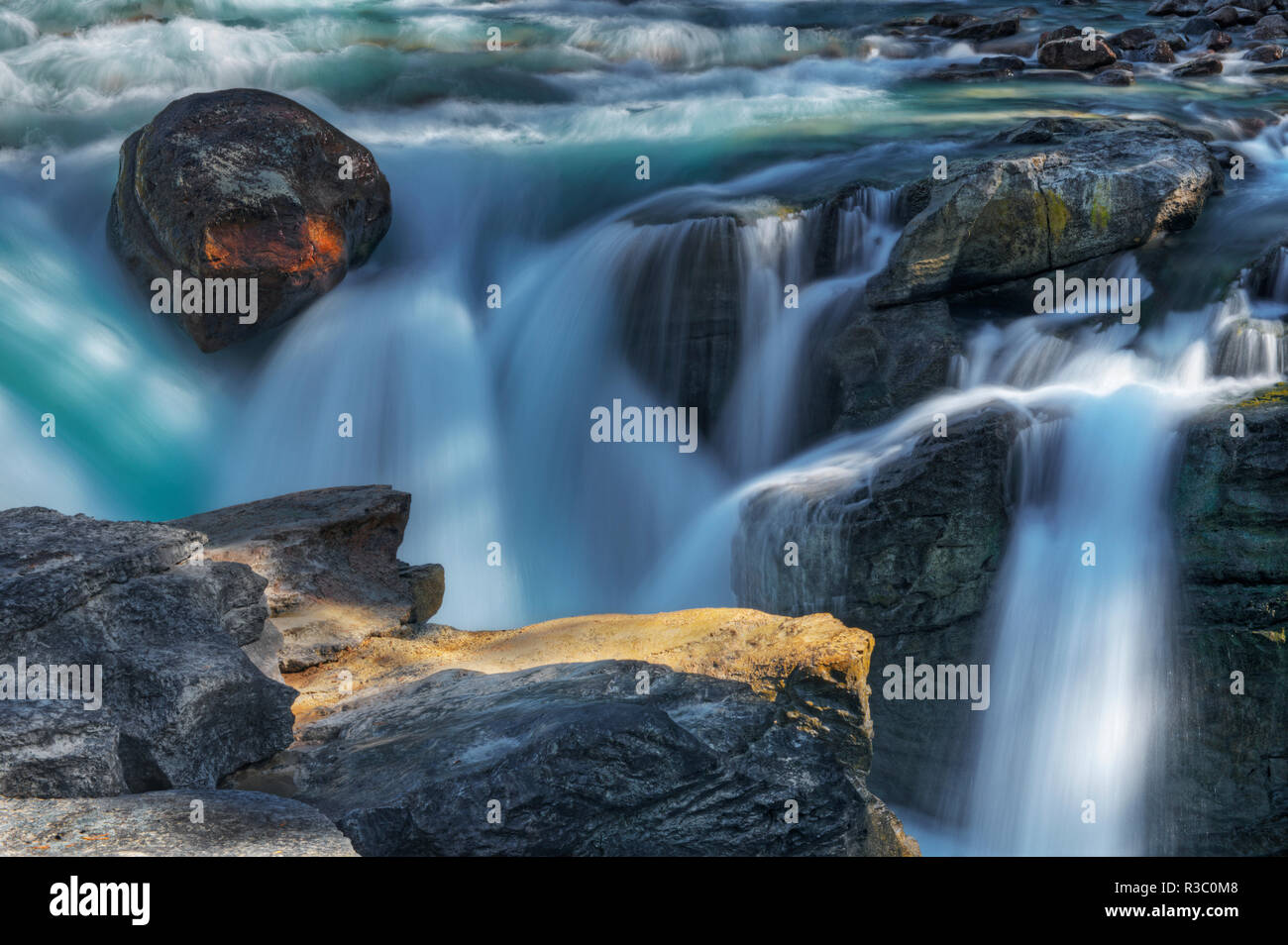 Kanada, Alberta, Jasper National Park. Close-up Sunwapta Falls. Stockbild