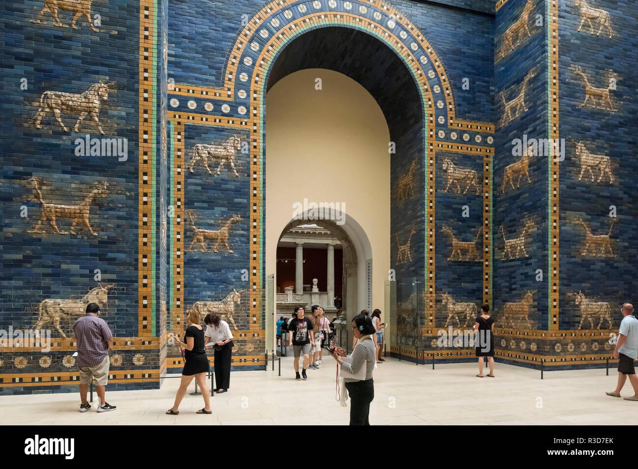 Berlin Deutschland Pergamon Museum Wiederaufbau Der Ischtar Tor Von Babylon Das Ischtar Tor War Das Achte Tor Zum Inneren Stadt Babylon Es Stockfotografie Alamy