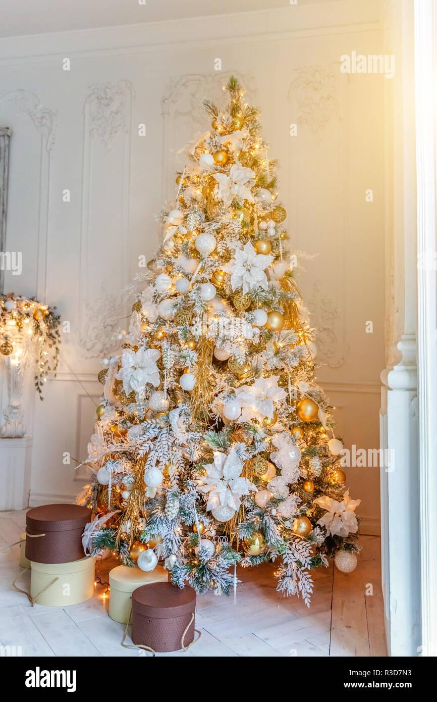 klassische weihnachten neujahr innenraum tannenbaum. Black Bedroom Furniture Sets. Home Design Ideas