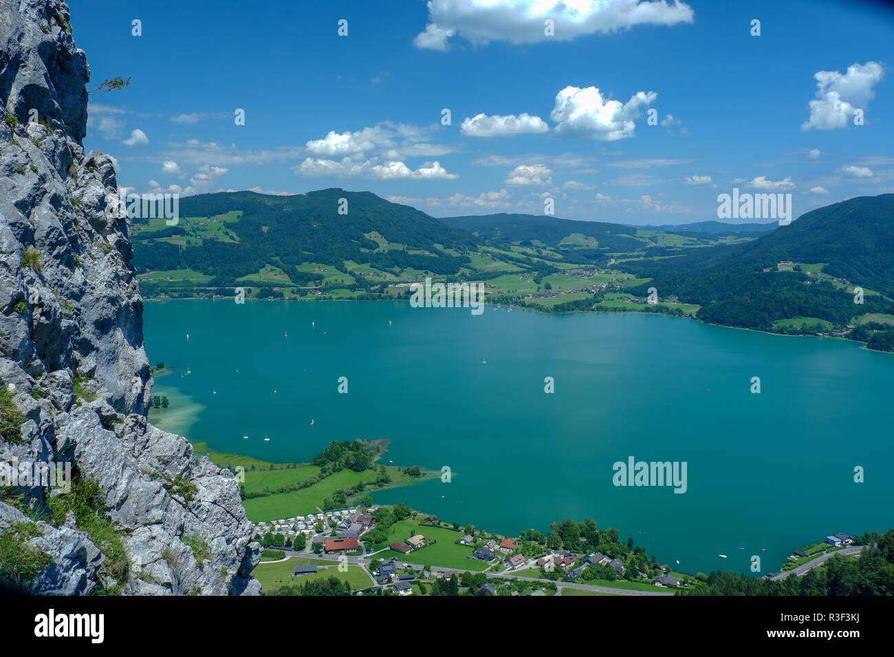Klettersteig Drachenwand : Mondsee schuß von der drachenwand klettersteig stockfoto bild
